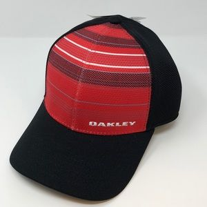 Oakley Men's Silicone Bark Trucker Hat